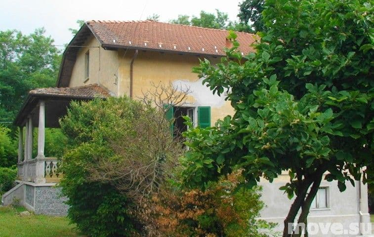 Buy a house in Verbania far from the sea inexpensively