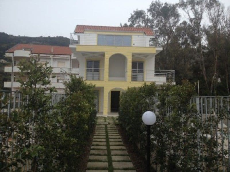 Buy a house by the sea Naples