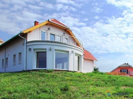 Продается дом, 276 м², 11 соток, Хевиз, Хевиз