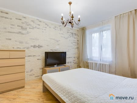 Сдаем 1-комнатную квартиру, 38 м², Киров, улица Азина, 15