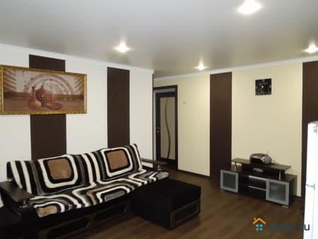 Сдаем 1-комнатную квартиру, 38 м², Псков, улица Юбилейная, 52