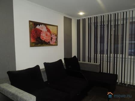 Сдается 1-комнатная квартира, 40 м², Псков, улица Коммунальная, 44