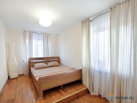 Сдам посуточно 1-комнатную квартиру, 40 м², Псков, улица Западная, 21а