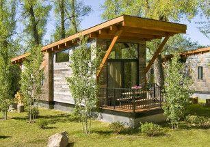 Wheelhaus построила крошечный дом с подъемной крышей
