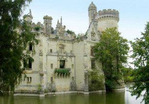 Стать совладельцем французского замка можно за 50 евро