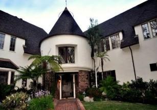 Чарли Шин выставил на продажу особняк в Лос-Анджелесе