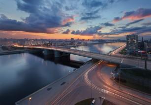 На Октябрьской набережной Петербурга предлагается наибольшее число квартир на продажу