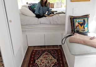 Американка перестроила автобус в дом, увеличив его стоимость в 20 раз