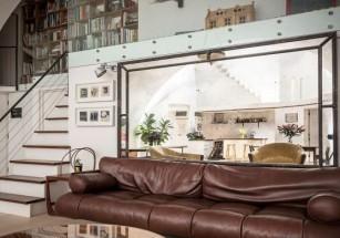 Дом-студия под железнодорожным мостом выставлен на продажу