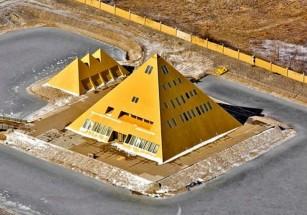 Сгорел знаменитый Gold Pyramid Hous