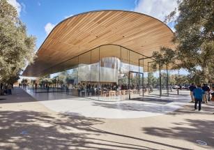 Руководство Apple оценило центральный офис в «копейки»