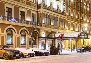 Владелец мировых модных брендов приобретет гостиничного оператора