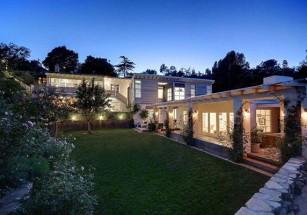 В США продают дом Питта и Энистон