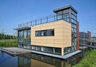 Во Франции продают дом на воде