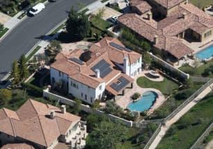 Представительницы семейства Кардашьян-Дженнер продают недвижимость